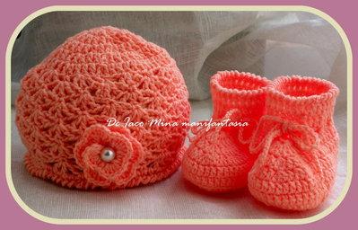 cappellino e scarpine uncinetto per bimba color salmone