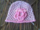 Cappellino Bambina Neonata fatto a uncinetto  con fiore di lana rosa