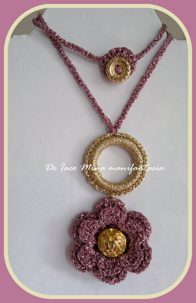 collana girocollo uncinetto rosa antico e azzurro  in lurex