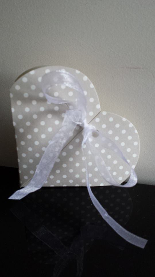 scatoline bomboniera a forma di cuore matrimonio battesimo comunione