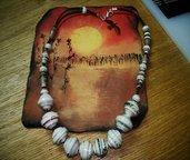 Collana con perle di carta sferiche realizzate a mano.