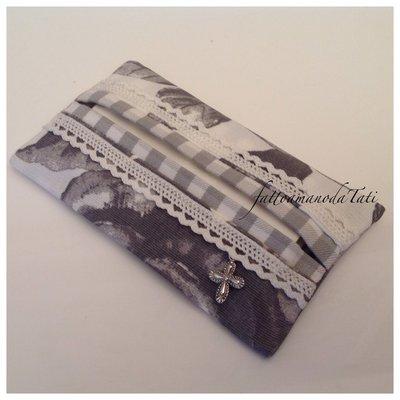 Porta fazzoletti da borsa in cotone fantasia floreale grigio e bianco con pizzo