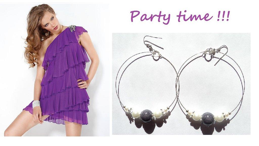 """Orecchini """"Purple loops"""" cerchi color argento con pietra viola in ceramica e perline bianche"""