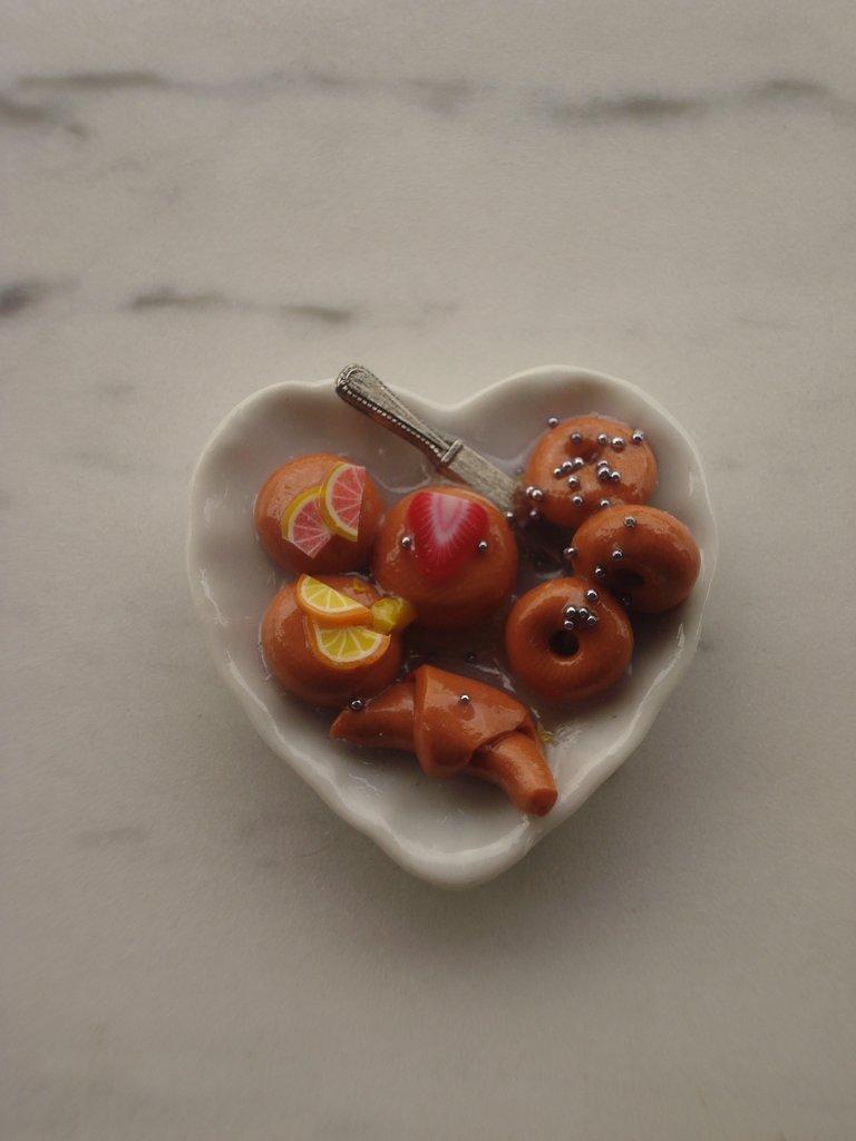 Mini piattini con dolcetti in miniatura
