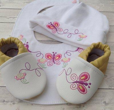Set bavaglia, scarpine e cappellino Farfalle - Bimba 0-3 mesi