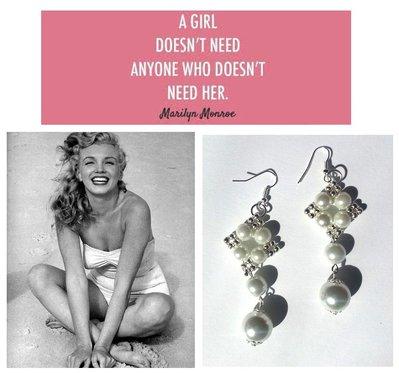 """Orecchini """"Starry pearls"""" argentati lunghi con perle bianche"""
