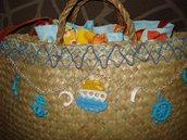 Borsa di paglia decorata con oggetti in Fimo