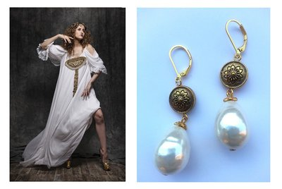 """Orecchini """"Antique pearls"""" con perle barocche e elemento dorato"""