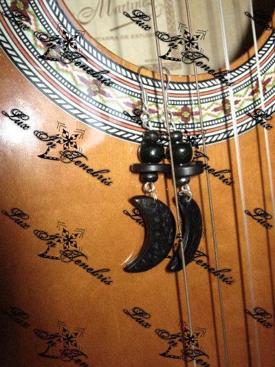 orecchini legno luna nera