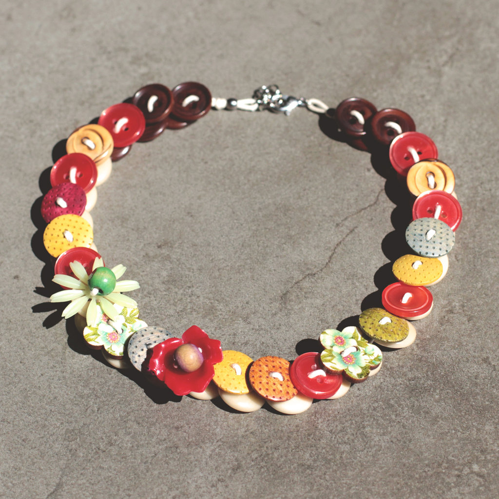C.19.15 - girocollo con fiori colorati e bottoni vintage - Linea Flower Power