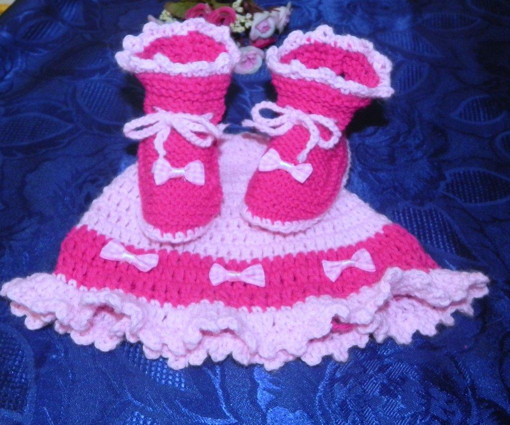 SCARPETTE + cappellino bimba realizzati ad uncinetto in cotone o lana fuxia e rosa