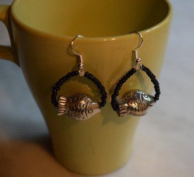 Orecchini con pesciolino color argento