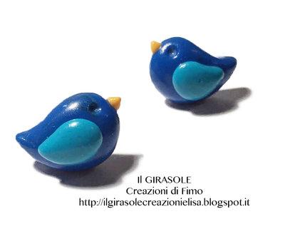 Orecchini a perno senza nickel con uccellino blu e azzurro