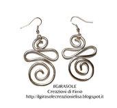 Orecchini pendenti con spirali in wire