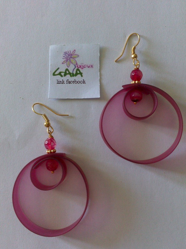 Orecchini doppio cerchio in caucciù rosa con palline in agata fucsia