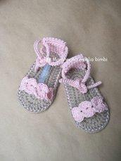 Scarpine sandali bambina in puro cotone rosa fatte a mano all'uncinetto