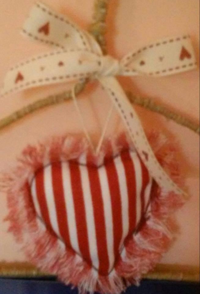 Romantico cuore bianco e rosso