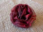 PICCOLA Rosa rossa fermaglio capelli - spilla in organza