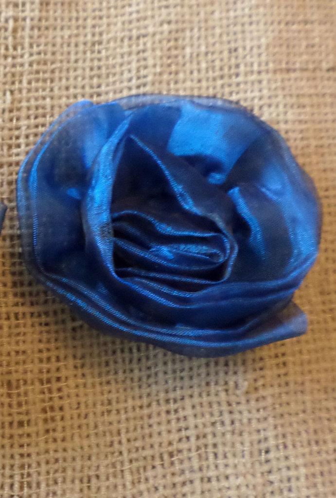 PICCOLA Rosa blu fermaglio capelli - spilla in organza