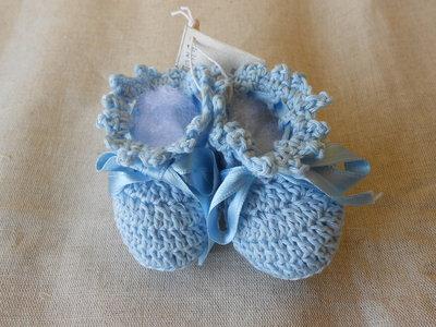 Scarpine bebè in cotone celeste con nastrini in raso, idea regalo.
