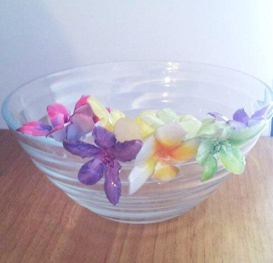 sospeso trasparente su piattini in vetro