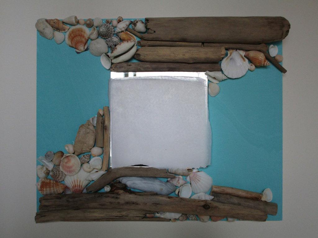 Specchio con conchiglie e legnetti di mare per la casa e per te su misshobby - Specchio per te ...