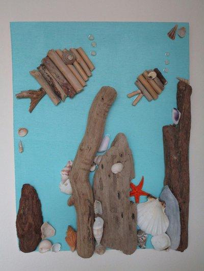 Quadretto con conchiglie e legnetti di mare