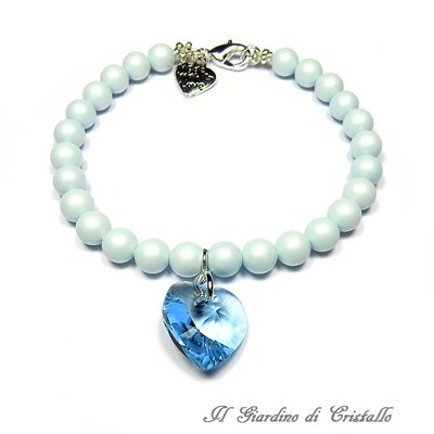 Bracciale con perle pastello e cuore di cristallo Swarovski azzurro fatto a mano – Primula