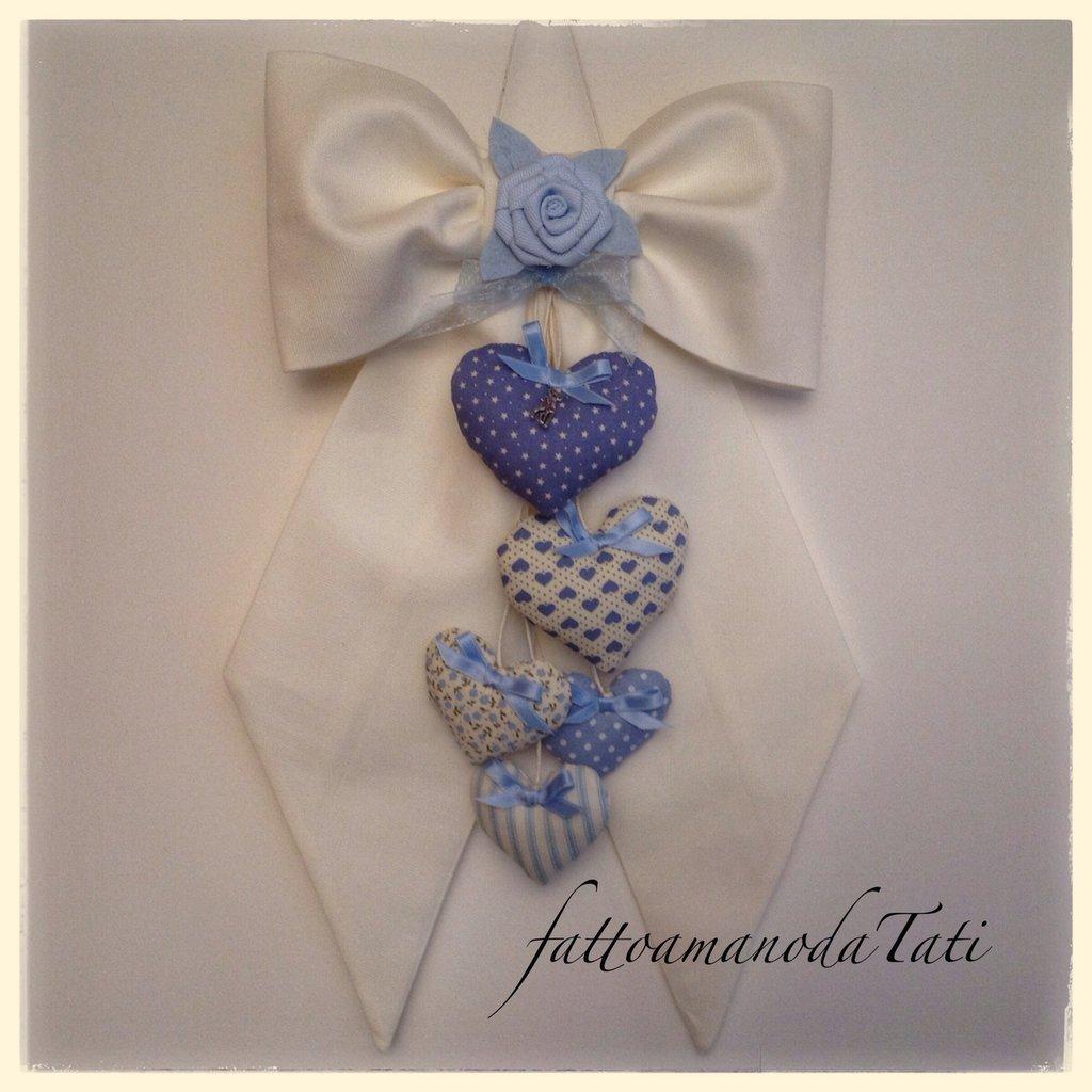 Fiocco nascita in piquet di cotone bianco con cuori fantasia azzurri