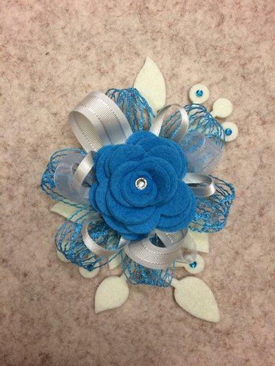 Segnaposto Matrimonio Azzurro : Spilla o segnaposto azzurro in feltro feste matrimonio