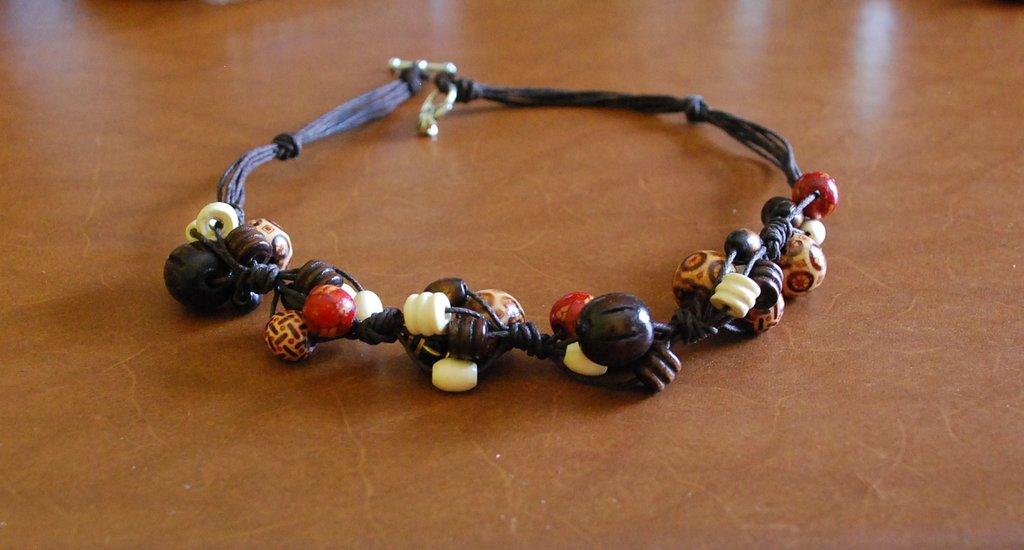 collana con perle di legno