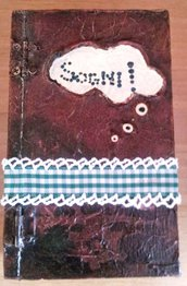 scatolina in legno a forma di libro in effetto finto cuoio con nastrino