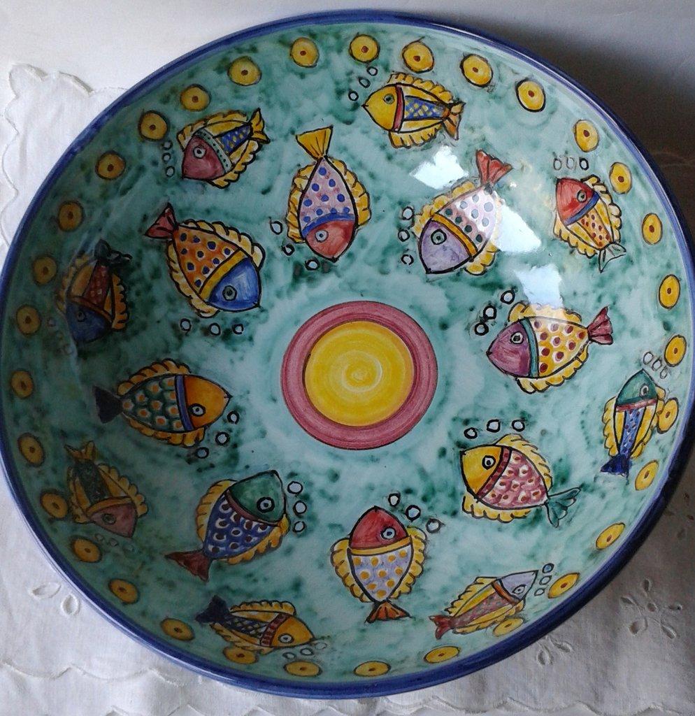 Ciotola / Spaghettiera / Insalatiera in ceramica dipinta a mano. Dec. Pesci