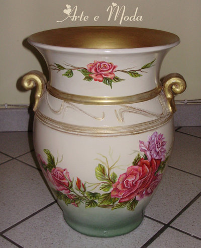 Vaso dipinto con soggetto floreale