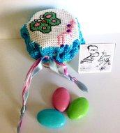 Bomboniera baratolo omogeneizzato ricamato all'uncinetto con inserti Hama beads
