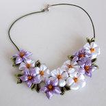 """Collana kanzashi fatta a mano """" Tanti fiori bianchi e lilla"""""""