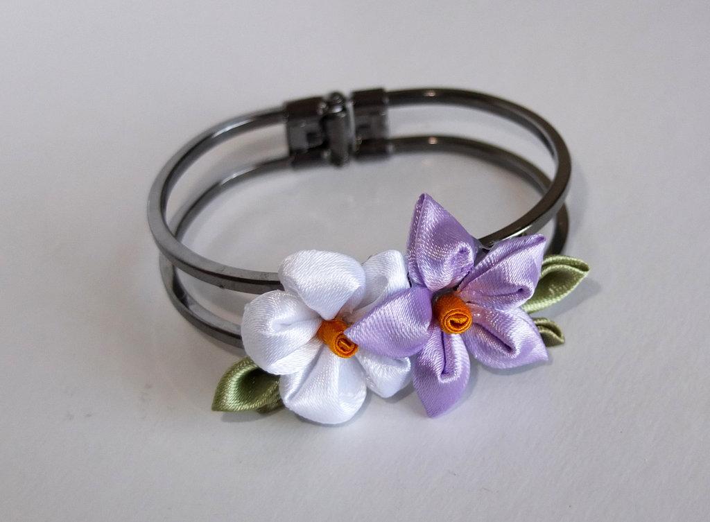 Braccialetto kanzashi colore blu con fiori bianco+lilla