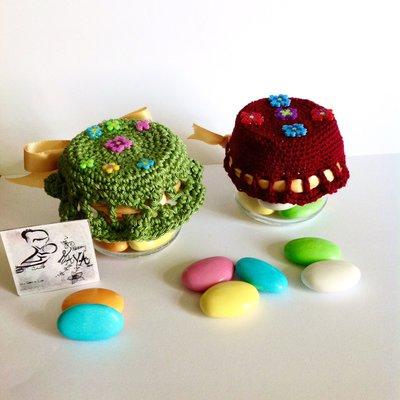 Barattolo bomboniera omogeneizzato Cappellino ricamato all'uncinetto con inserti Hama beads