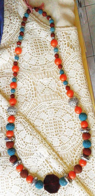 Collana in pietra lavica, corallo e argento indiano