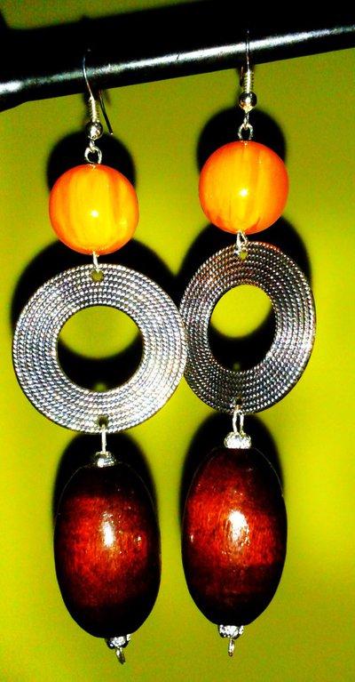 Orecchini in ambra, legno e metallo