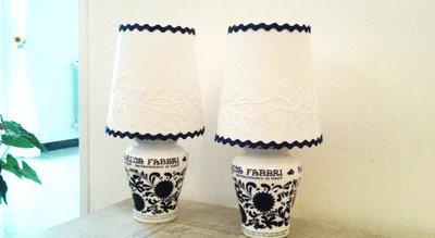 Coppia di lampade abat-jour bianco e blu vasetti vintage