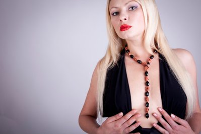 Collana pendente con onice e pietra del sole fatta a mano - Pendant necklace with onyx and stone of the sun made by hand.