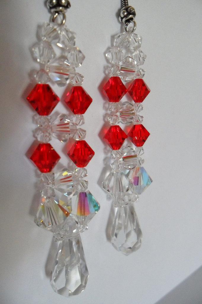 Orecchini a pendolo con cristalli swarovski bicono trasparenti e rossi