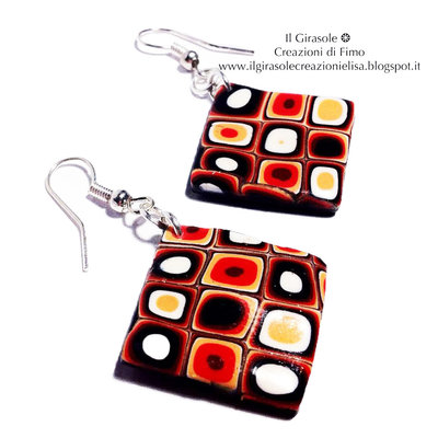 Orecchini pendenti quadrati con murrina rossi