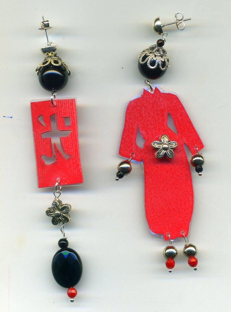Orecchini con cinesino e simbolo cinese rossi e neri