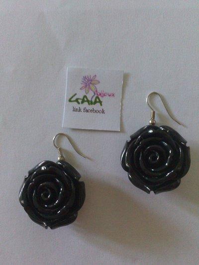 Orecchini neri a rosa in resina
