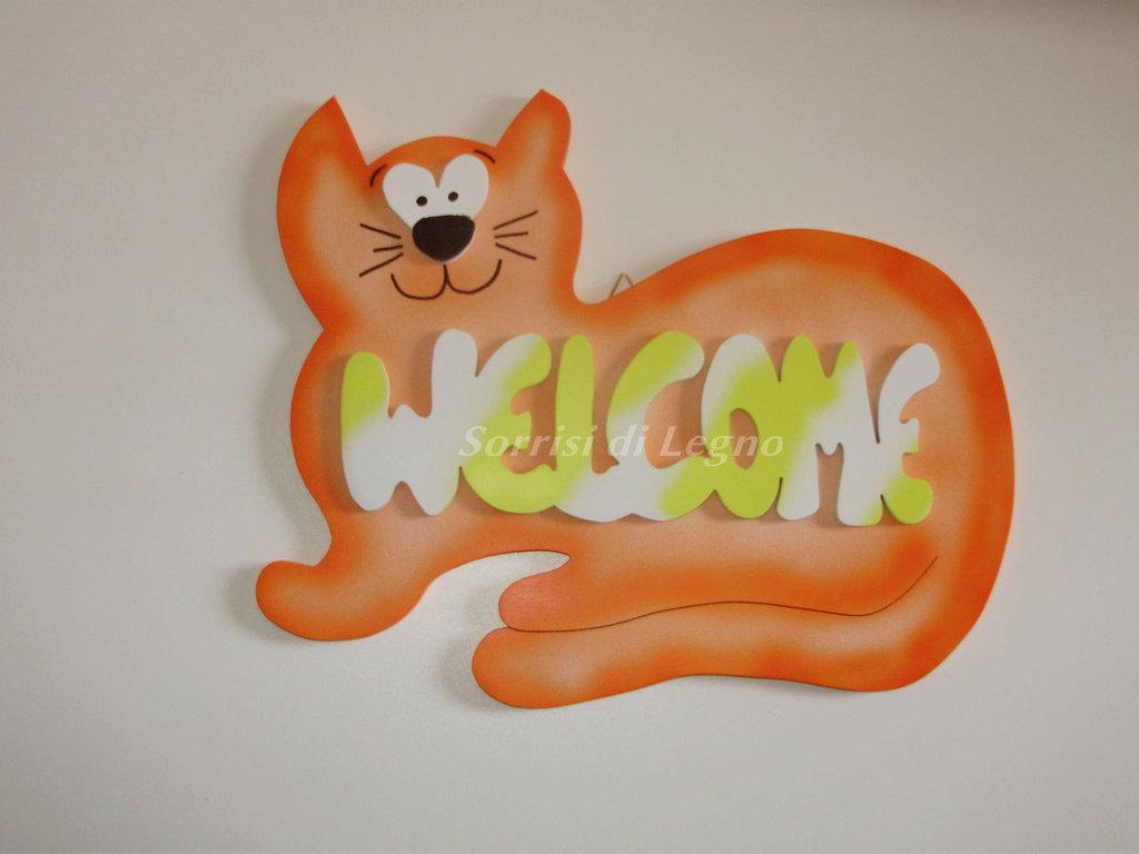 Gatto con scritta per l'ingresso di casa