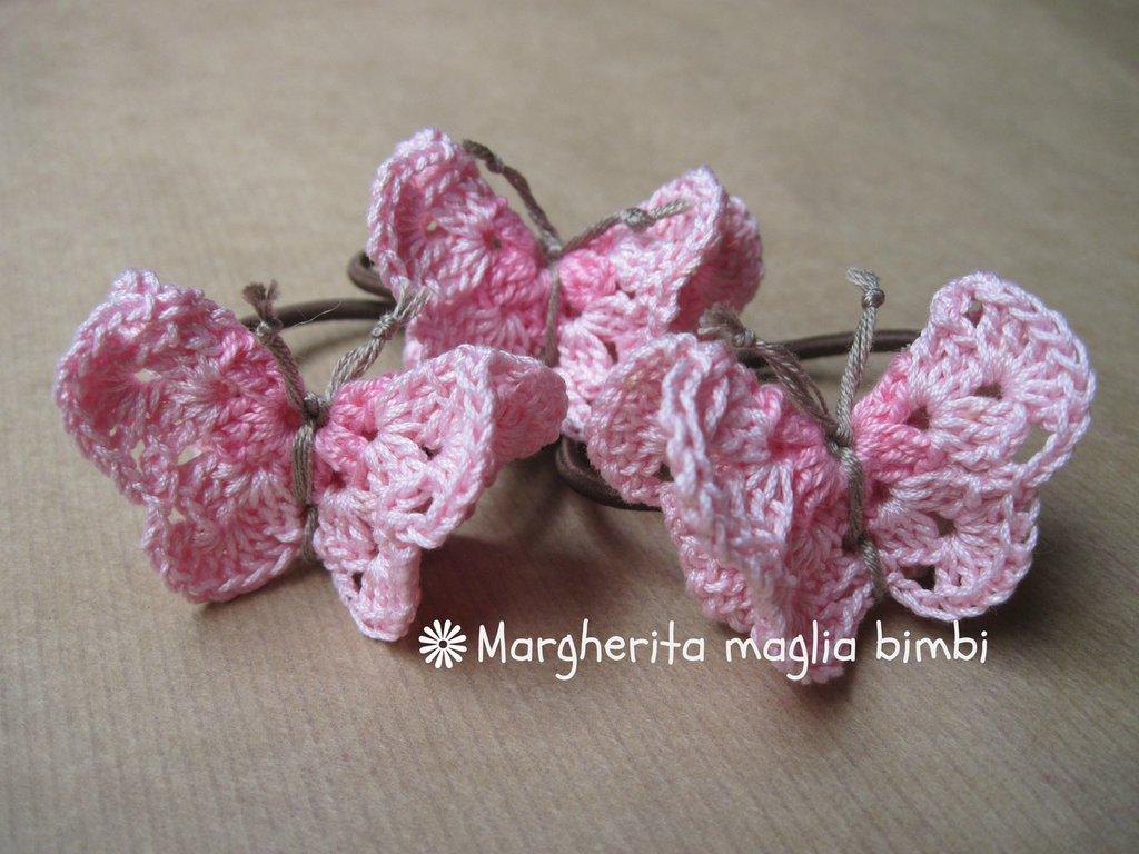 Elastico per capelli con farfalla rosa in cotone fatta a mano all'uncinetto