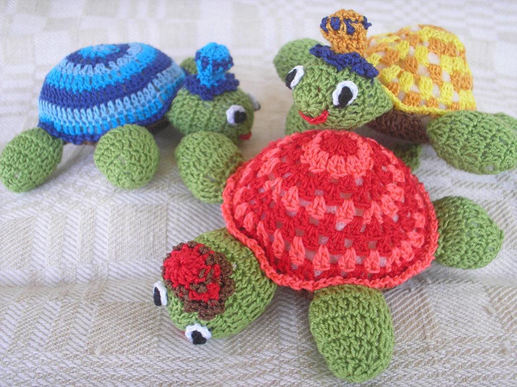 Gruppo di 4 tartarughe varie misure e fiorellini vari colori.