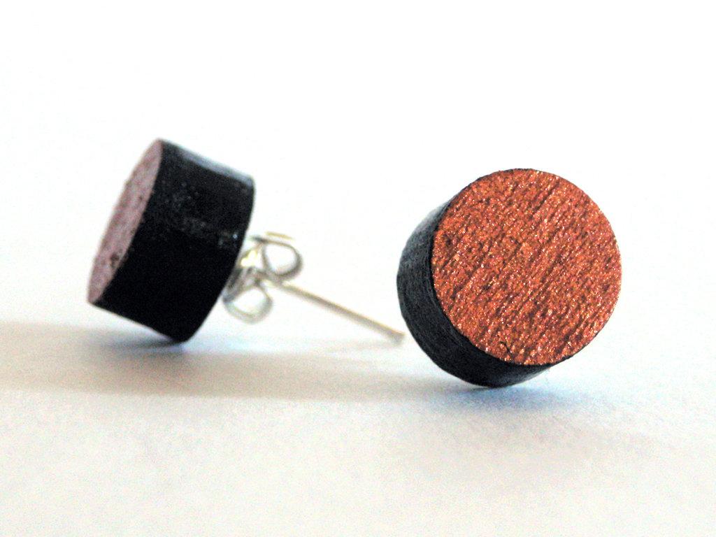 Koci, orecchini a perno bottone in legno colorato nero e rame fatto a mano